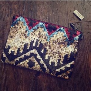 Handbags - NWT sequin Clutch/Wristlet